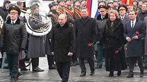 Vladimir Putin lays wreath to mark Defender of the Fatherland Day