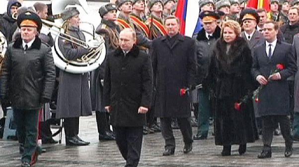 Vlagyimir Putyin koszorúzott a Vörös Hadsereg Napján
