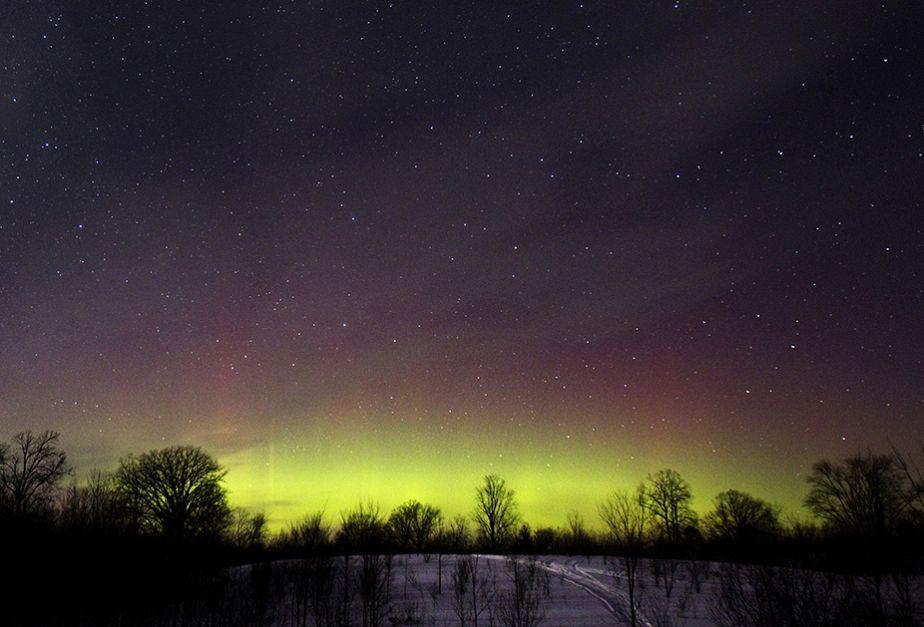 Des aurores boréales illuminent le ciel canadien