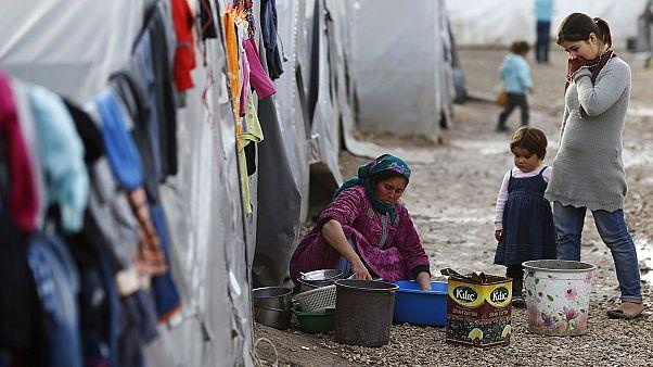 خارجون من حصار الغوطة الشرقية قرب دمشق يروون معاناتهم مع الحرمان والجوع