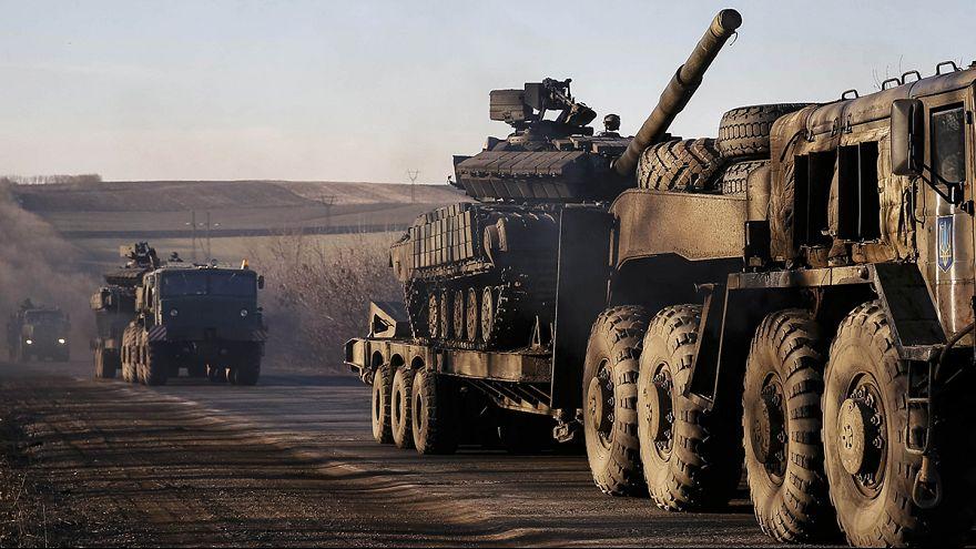 Ostukraine: Rebellen bewegen stellenweise Artillerie, Armee bezweifelt Ernsthaftigkeit