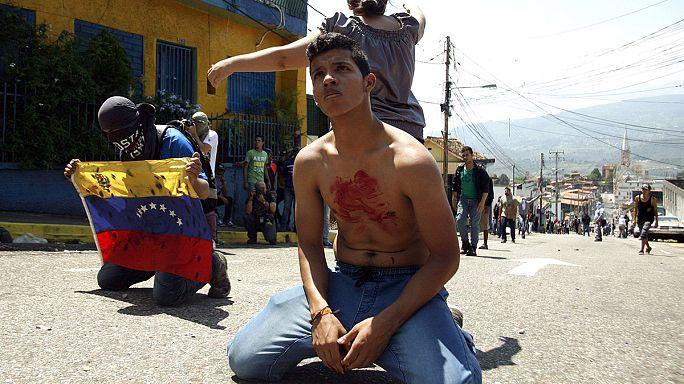 Venezuela'da 14 yaşında bir gösterici polis tarafından öldürüldü