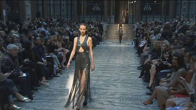 أسبوع الموضة في لندن بين ثرات وتجديد