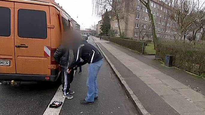 الشرطة الدنماركية تعتقل العشرات في شبكة للاتجار بالبشر