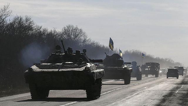 Ukrayna'da silahlar sustu, eller tetikte