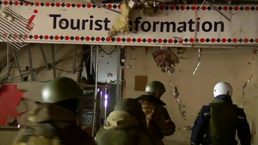 Captured Ukrainian soldiers retrieve bodies at Donestk airport