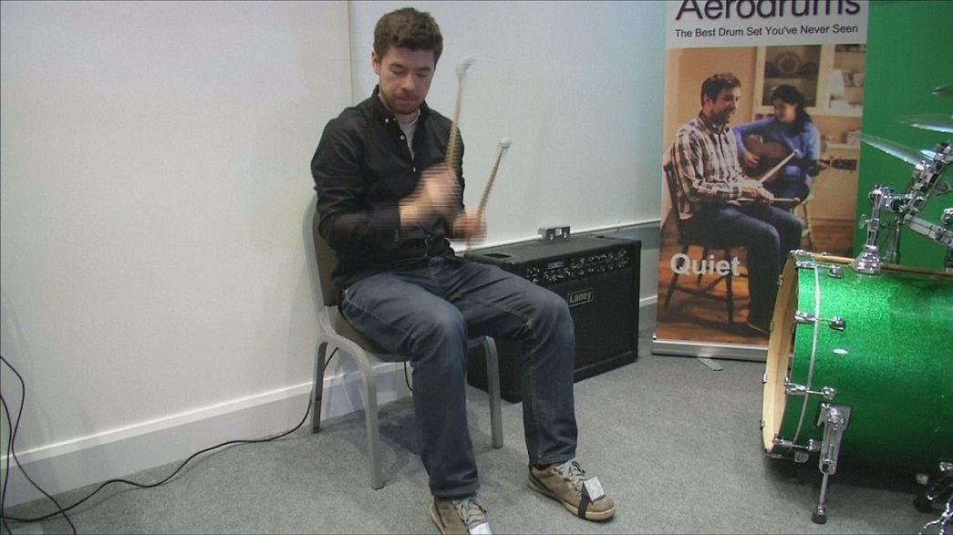 Aerodrums, le kit de batterie invisible qui pourrait faire du bruit