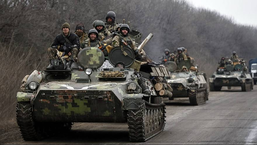 Ukraine begins heavy weapons withdrawal as bombardment eases