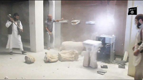 انتشار ویدئوی تخریب مجسمه های قدیمی موزه موصل توسط داعش