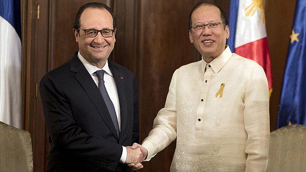 الرئيس هولاند يقوم بأول زيارة لرئيس فرنسي إلى الفلبين تمهيداً لقمة باريس للمناخ