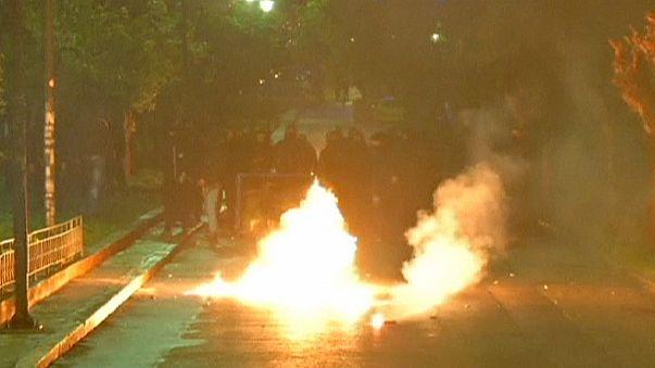 Yunan hükümetine ilk protesto