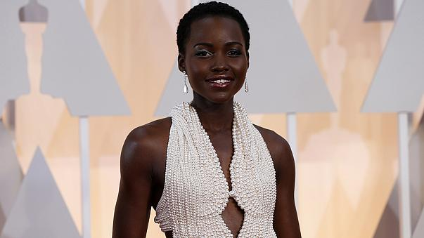Roban el Calvin Klein de 150.000 dólares que lució Lupita Nyong'o en los Óscar