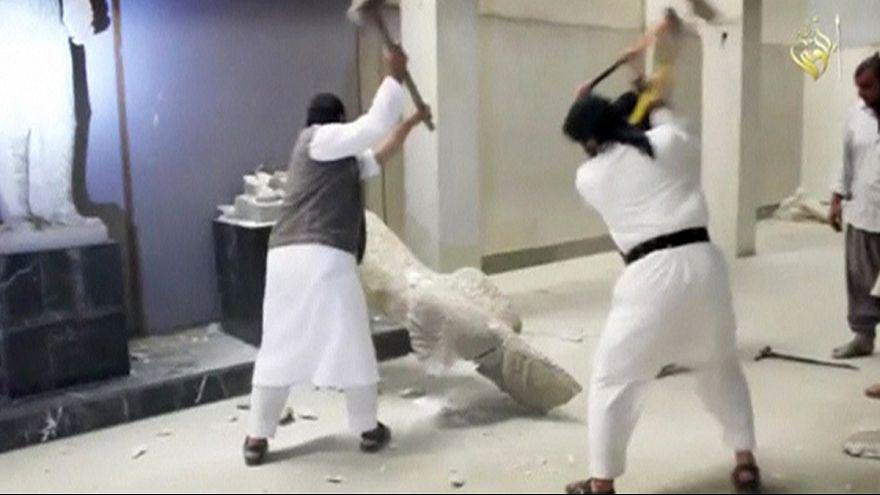 Destructions de statues à Mossoul : l'Unesco se tourne vers la justice internationale