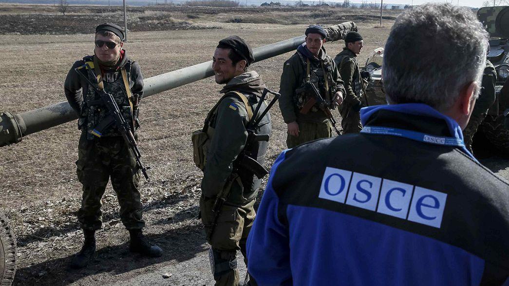 Ukraine : fin de l'accalmie dans l'Est, retrait d'armes lourdes
