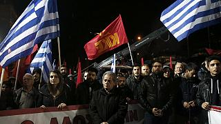 اليونان: البرلمان الألماني يوافق بالأغلبية على تمديد المساعدة المالية لليونان بأربعة أشرع، و مظاهرة رافضة للتقشف في أثينا