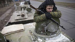 Ουκρανία: Συνεχίζουν την απόσυρση του βαρέως οπλισμού φιλορώσοι αυτονομιστές και στρατός