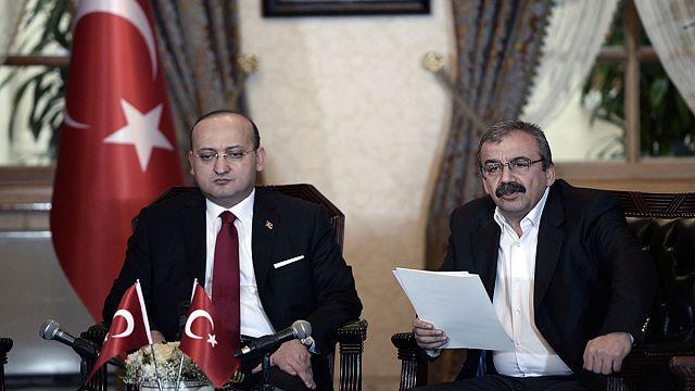 Békét kötne a törökökkel a kurd vezető