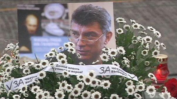 Rus muhalif Nemtsov anısına sessiz yürüyüş