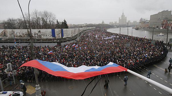Ruslar Nemtsov'un anısı için yürüdü