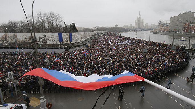 Память Немцова почтили десятки тысяч человек