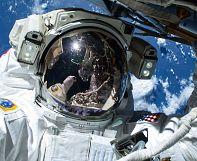 Американские астронавты готовят МКС к приёму пилотируемых кораблей