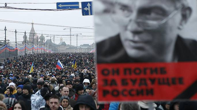 Hommage des Moscovites à Boris Nemtsov devant le Kremlin