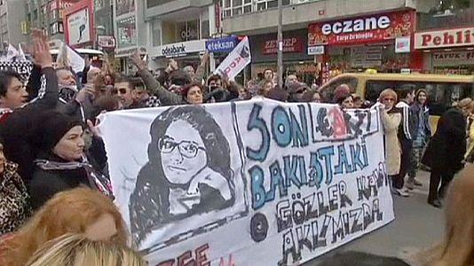 مظاهرة منددة بمقتل طالبة جامعية بعد محاولة اغتصابها في اسطنبول
