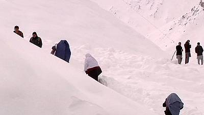 Aid is flown in to help Afghan avalanche victims