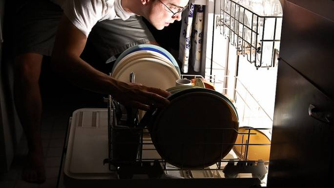 Türk erkekleri ev işlerine ne kadar vakit ayırıyor?