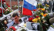 Russia: floral tributes pile up at Nemstov murder scene