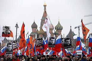 Boris Nemtsov murder: Tens of thousands march in Moscow