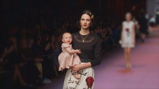 Milano'da bebekler podyumu ele geçirdi