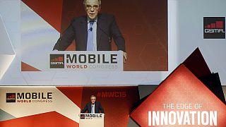 Kabellose Ladetechnik und noch smartere Uhren beim Mobile World Congress