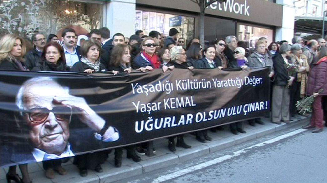 Beerdigung von Schrifsteller Yasar Kemal: Tausende trauern in Istanbul