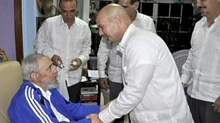 Fidel Castro meets the five spies freed from US