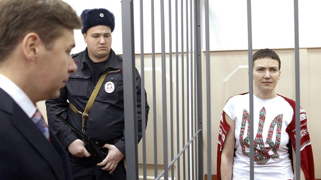 """Piloto detida na Rússia condecorada """"Heroína da Ucrânia"""""""