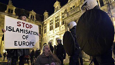 Simpatizantes do Pegida manifestam-se em Antuérpia