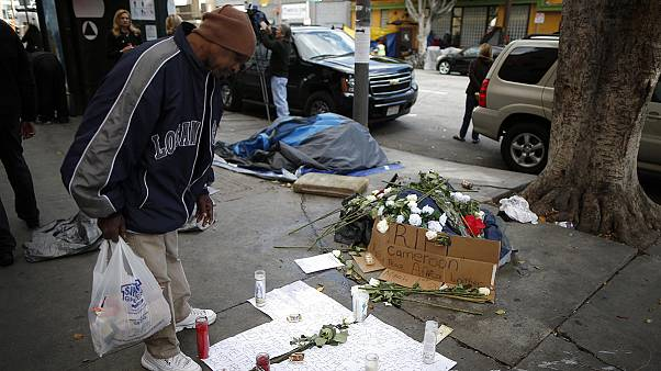 Senzatetto ucciso a Los Angeles, la polizia tenta di frenare le polemiche