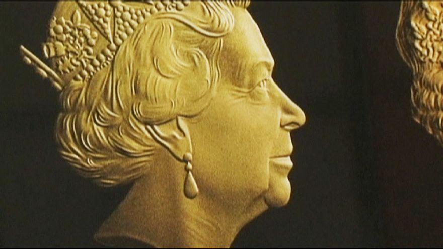 Монета с новым изображением британской королевы Елизаветы II