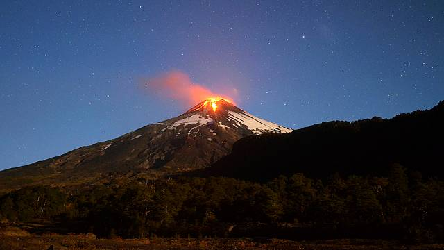 [Vidéos] Chili : le volcan Villarrica crache de la lave et inquiète
