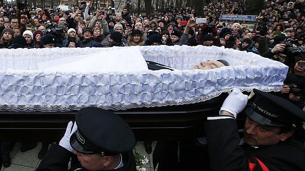 Nemzow wird auf dem Prominentenfriedhof Trojekurowo beigesetzt