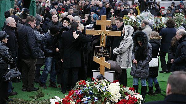Nemtsov: in migliaia a camera ardente, folta rappresentanza governo