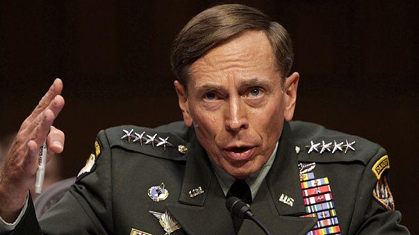 Eski CIA Başkanı Petraeus'tan itiraf