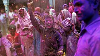 Um arco-íris de cor na Índia