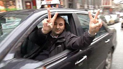 """En colère contre """"Uber"""", les taxis belges font barrage"""