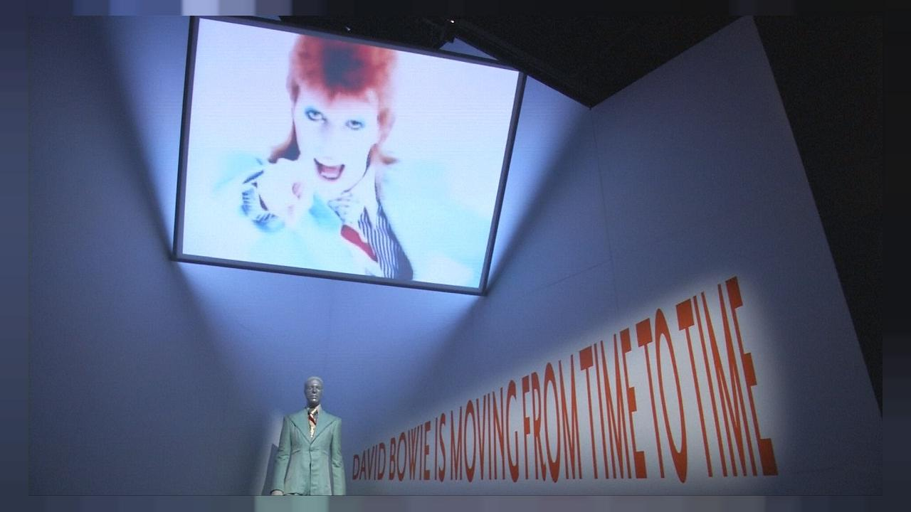 Immersione nel mondo di Ziggy Stardust. David Bowie in mostra a Parigi