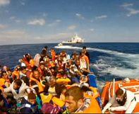 إيطاليا: إنقاذ 121 مهاجر سري و موت 10 آخرين بعد غرق سفينتهم قرب سواحل صقلية