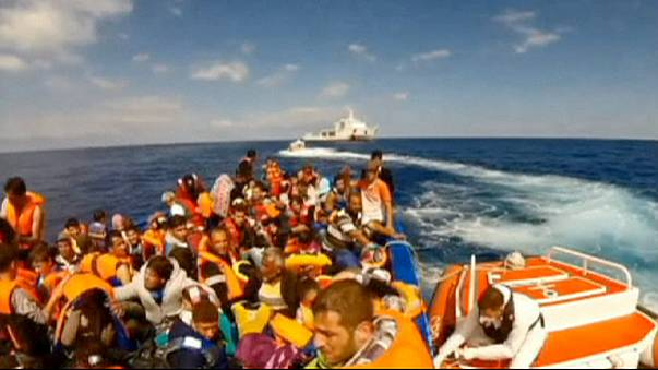 Mueren al menos 10 inmigrantes al naufragar la barcaza en la que viajaban a lo largo de las costas de Sicilia