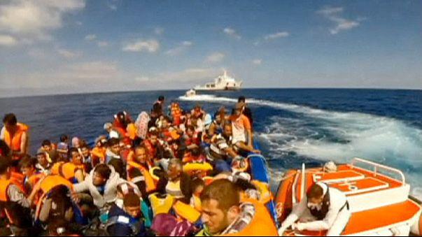 Über 900 Flüchtlinge vor Italien gerettet - Tödliches Unglück vor Sizilien
