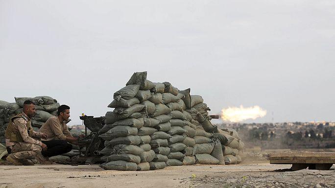 Tikrit'i kuşatan Irak ordusu IŞİD hedeflerini bombalıyor